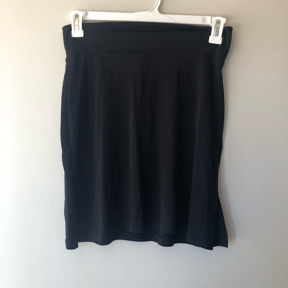GAP Dresses & Skirts - 🍁Gap/ black basic skirt